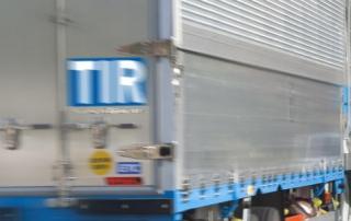 truck-_with TIR